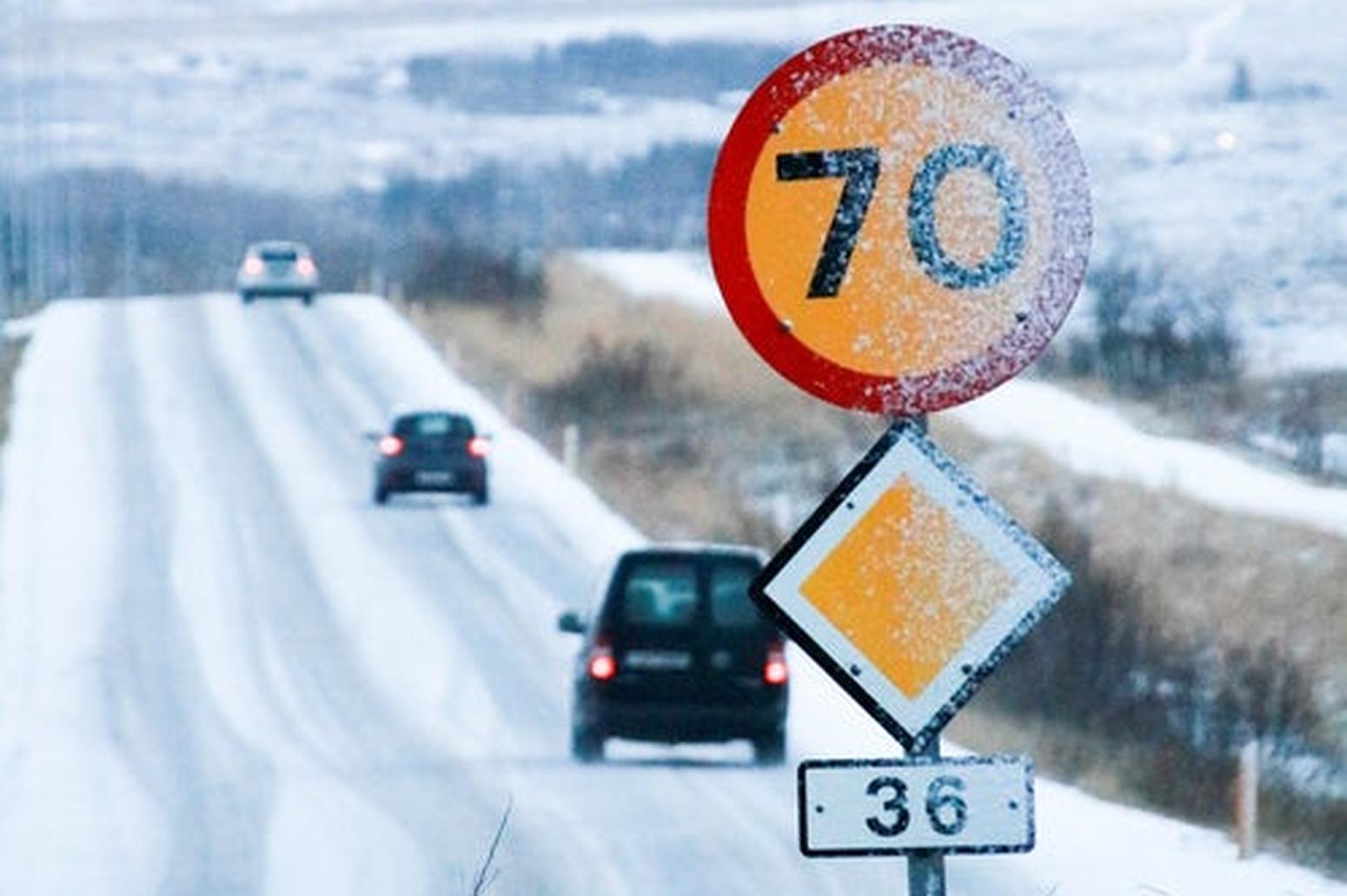 I limiti di velocità vanno segnalati dopo ogni intersezione